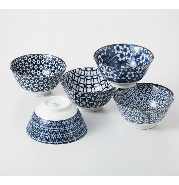 Set of 5 bowls with blue pattern chart
