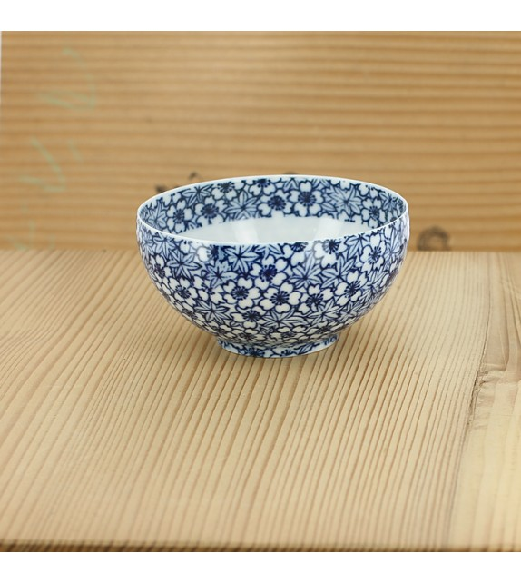 Tasse aus porzellan sehr fein