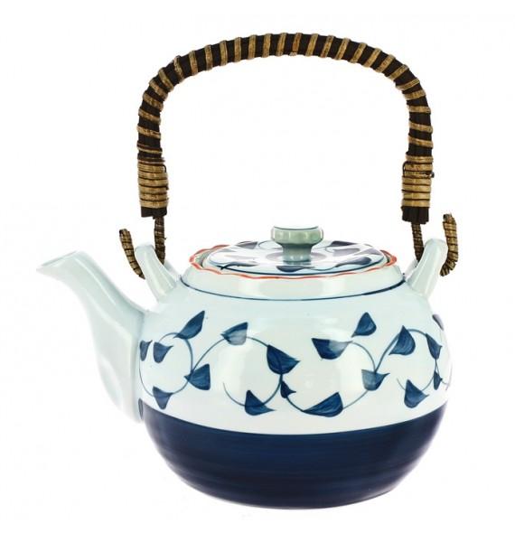 Teekanne aus porzellan