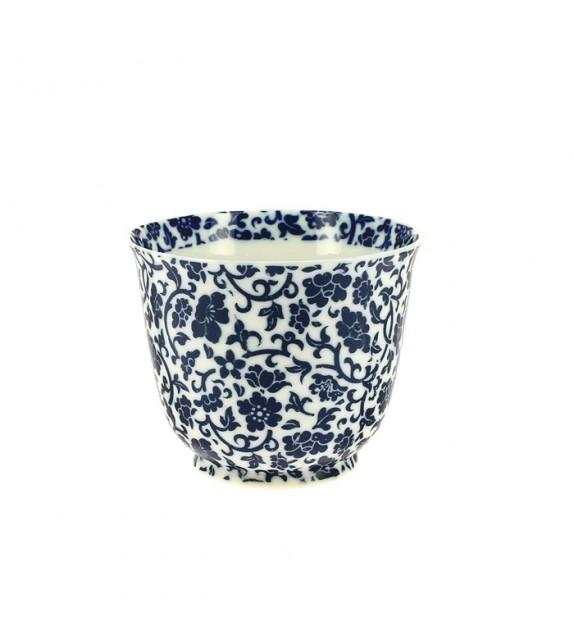Tea cup of porcelain, very fine.